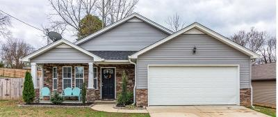 Columbia Single Family Home For Sale: 204 Woodsong Ln