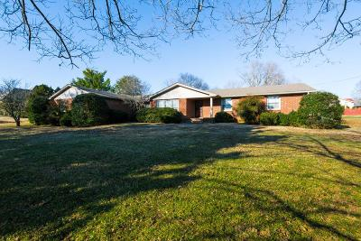 Davidson County Single Family Home For Sale: 101 Montchanin Dr