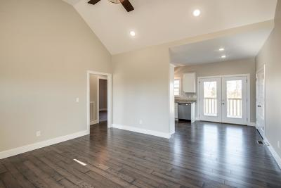 Charlotte TN Single Family Home For Sale: $209,900