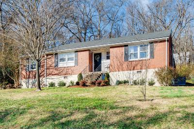 Davidson County Single Family Home For Sale: 813 Kendall Dr