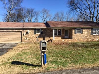 Cowan TN Single Family Home For Sale: $124,000