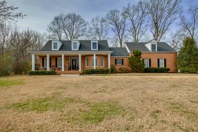 Shelbyville Single Family Home Under Contract - Showing: 209 River Oak Dr