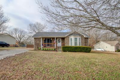 Single Family Home Under Contract - Showing: 569 Cabot Cv