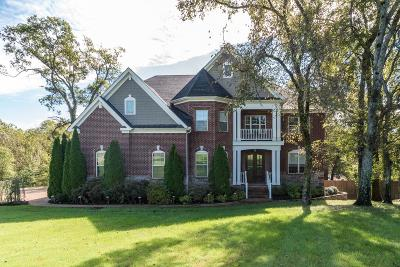 Brentwood  Single Family Home For Sale: 685 Harrogate Dr