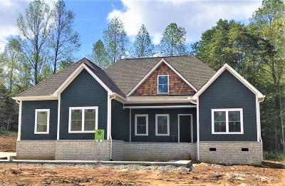 Burns TN Single Family Home Under Contract - Showing: $364,900