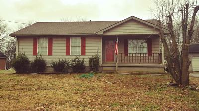 Robertson County Single Family Home For Sale: 2420 Old Greenbrier Pike