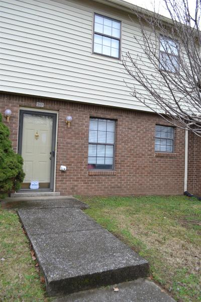 Condo/Townhouse Under Contract - Not Showing: 257 Mayflower Ln N