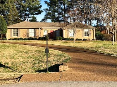 Brentwood  Single Family Home For Sale: 212 Williamsburg Cir