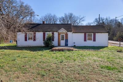 Nashville Single Family Home For Sale: 661 Moormans Arm Rd