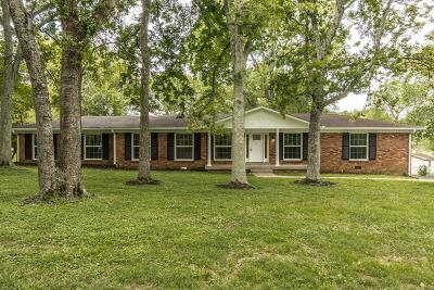Hendersonville Single Family Home For Sale: 207 Lake Terrace Dr