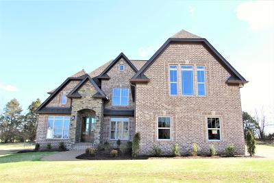 Lebanon Single Family Home Under Contract - Showing: 905 Larkspur Lane #73