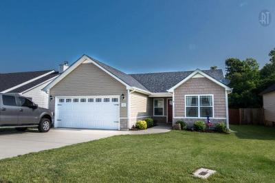Clarksville Single Family Home Under Contract - Not Showing: 632 Fox Hound Dr