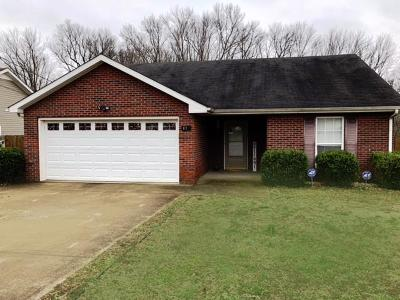 Clarksville Single Family Home Under Contract - Showing: 418 Faulkner Dr