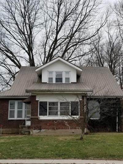 Christian County Single Family Home For Sale: 344 S Main