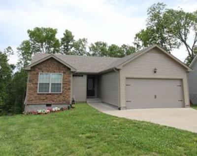 Clarksville Single Family Home For Sale: 1823 Camelot Dr