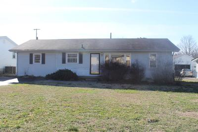 Christian County Single Family Home For Sale: 3025 Chippewa Dr.