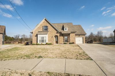 Single Family Home Sold: 1411 Knoll Ln