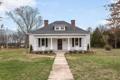 Single Family Home For Sale: 2517 Taylor Ln