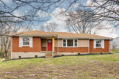 Davidson County Single Family Home For Sale: 2304 Dundee Ln