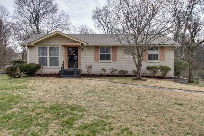 Davidson County Single Family Home For Sale: 613 Des Moines Dr