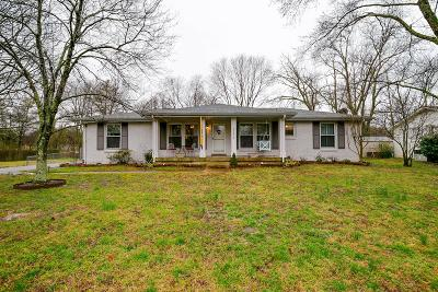 Davidson County Single Family Home For Sale: 5111 Briarwood Dr