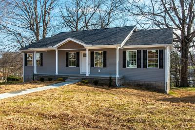 Dickson Single Family Home For Sale: 217 McLemore St