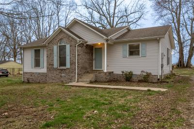 Lawrenceburg Single Family Home Under Contract - Showing: 211 Treetop Trl