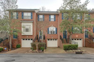 Brentwood Condo/Townhouse For Sale: 136 Carriage Ct