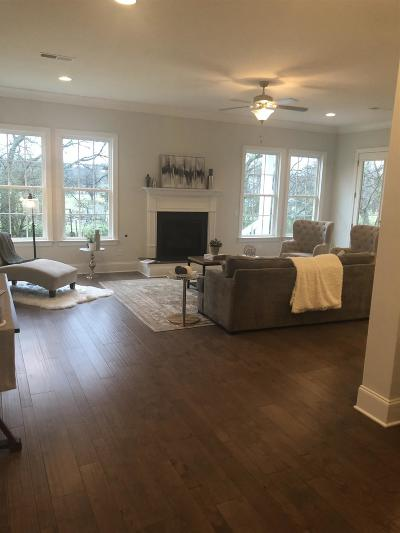 Hendersonville Single Family Home For Sale: 101 Catalina Way