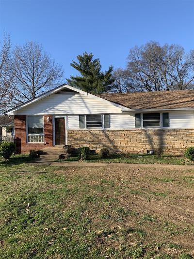 Nashville Single Family Home For Sale: 206 Willow Ln