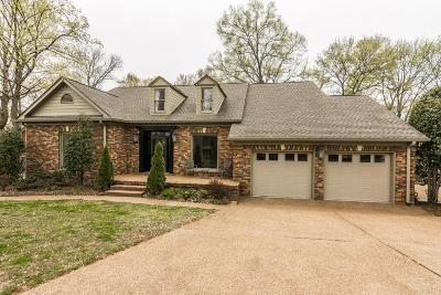 Hendersonville Single Family Home For Sale: 112 Hidden Pt