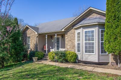 Columbia  Single Family Home For Sale: 204 Collin Dr