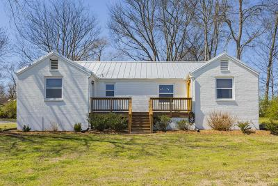 Nashville Single Family Home Under Contract - Showing: 212 Walnut Hill Dr