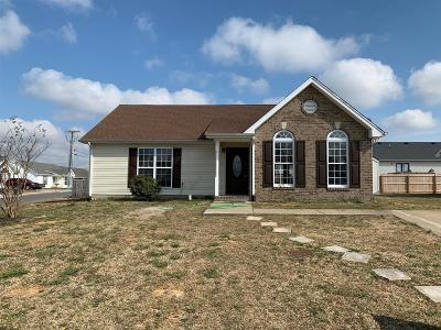 Robertson County Single Family Home For Sale: 715 Shelby Lynn Dr