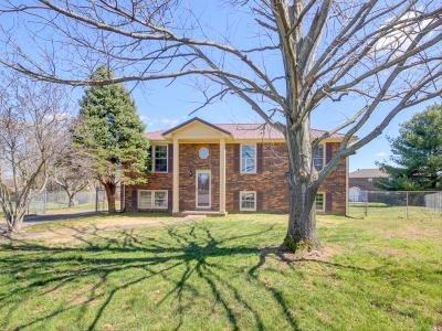 Clarksville Single Family Home For Sale: 106 Nuthatch Cir