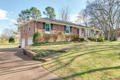 Old Hickory Single Family Home For Sale: 302 Louviers Ln