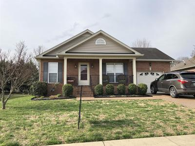 Sumner County Single Family Home For Sale: 657 Community Ct