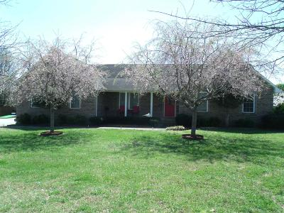 Winchester Single Family Home For Sale: 195 Maple Bend Ln
