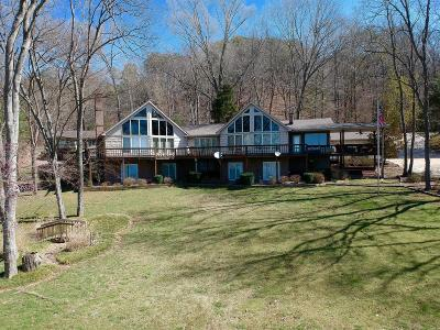 Waverly Single Family Home For Sale: 834 Lakefront Dr