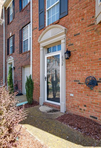 Franklin Condo/Townhouse Under Contract - Showing: 652 Huffine Manor Cir