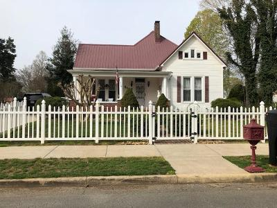 Winchester Single Family Home For Sale: 506 S High St