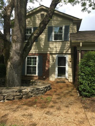 Franklin Single Family Home For Sale: 228 Boxwood Dr