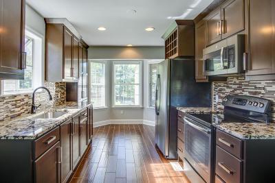 Columbia Single Family Home For Sale: 413 Lake Cir