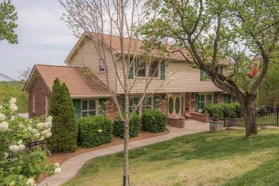 Nashville Single Family Home For Sale: 2713 Glenoaks Dr