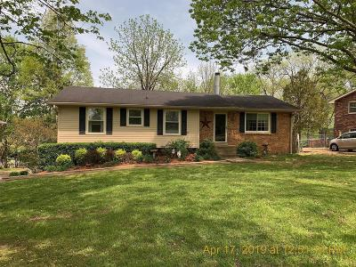 Sumner County Single Family Home For Sale: 228 Savely