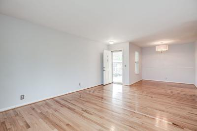 Madison Condo/Townhouse Under Contract - Showing: 555 N Dupont Ave Apt B43