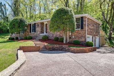 Nashville Single Family Home For Sale: 105 Carnavon Pkwy