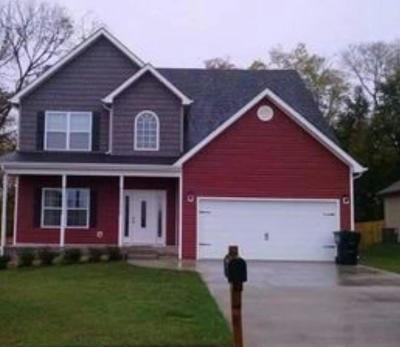 Clarksville Single Family Home For Sale: 1835 Camelot Dr