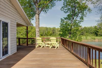 Lobelville Single Family Home For Sale: 261 Country Club Dr