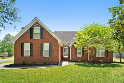 Murfreesboro Single Family Home For Sale: 330 Braxton Dr
